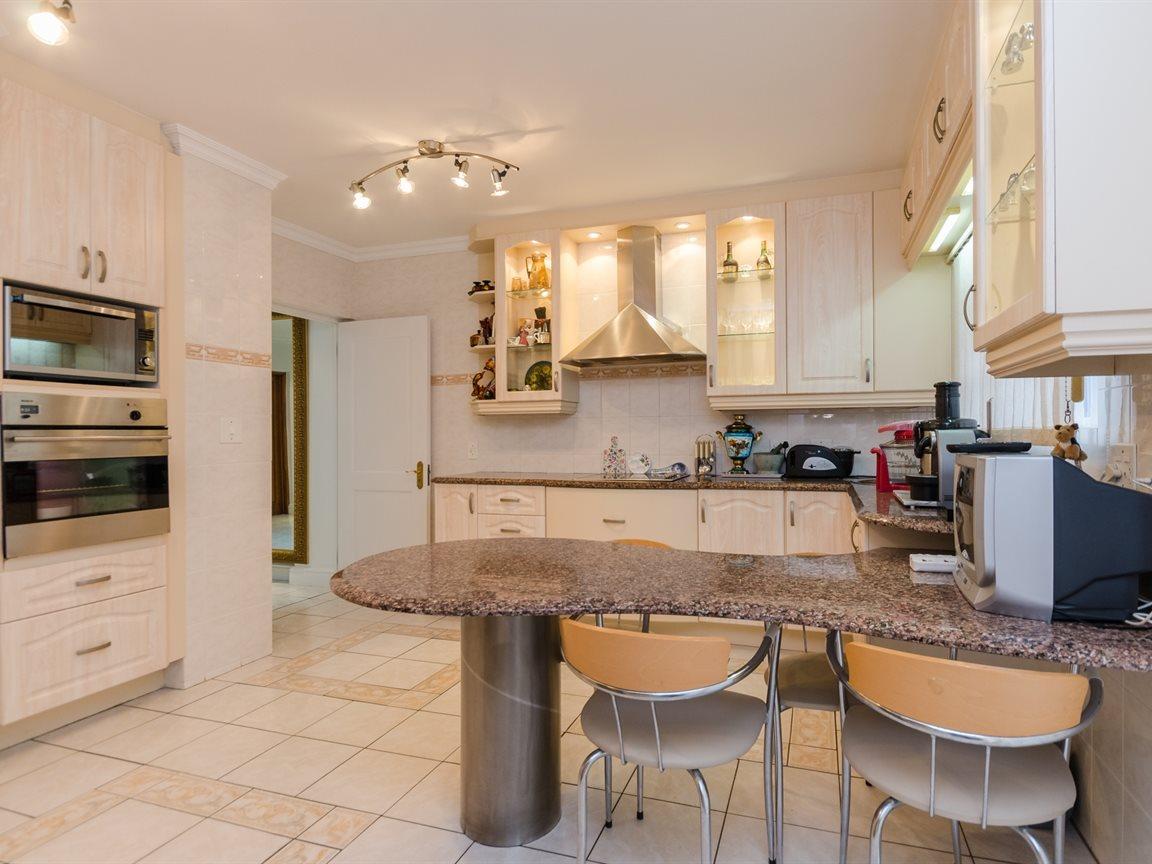 Bryanston property for sale. Ref No: 13418612. Picture no 13