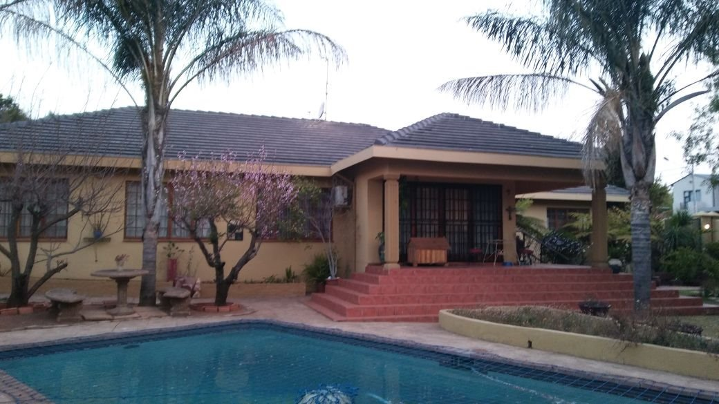 Krugersdorp, Monument Property    Houses For Sale Monument, Monument, House 4 bedrooms property for sale Price:1,999,000