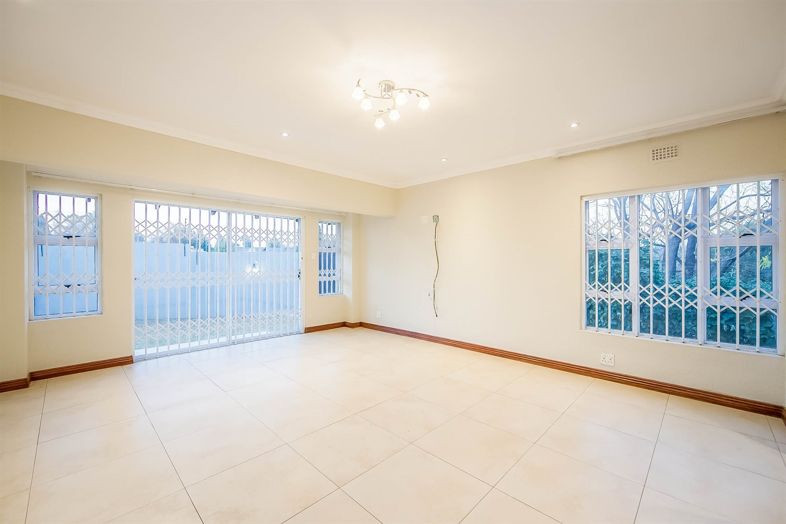 Lonehill property for sale. Ref No: 13510684. Picture no 20