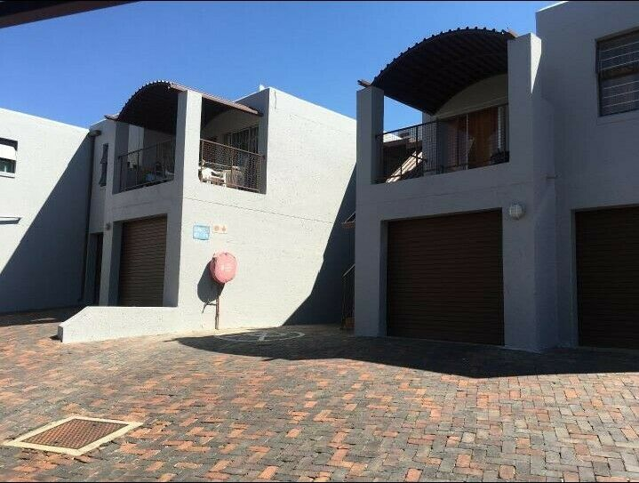 , Townhouse, 2 Bedrooms - ZAR 879,000