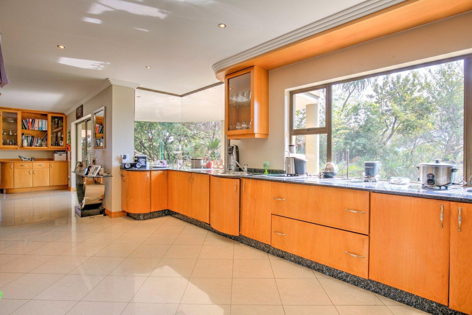 Bassonia property for sale. Ref No: 13525151. Picture no 9