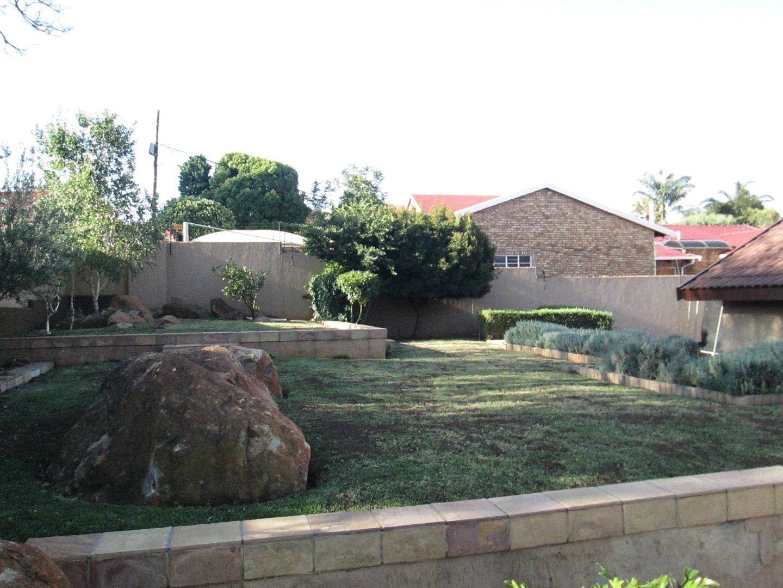 Glenvista property to rent. Ref No: 13552423. Picture no 2