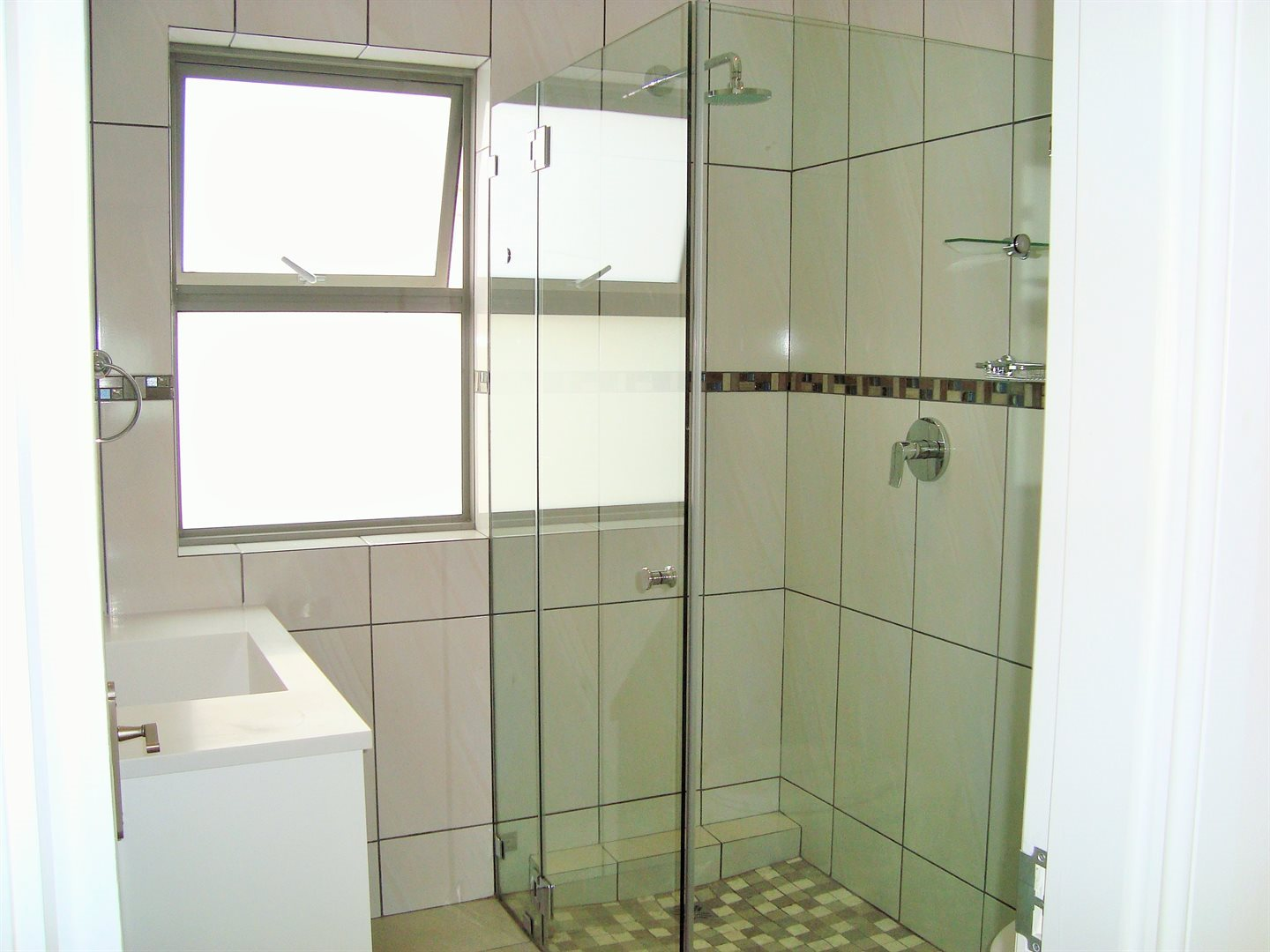Claremont property to rent. Ref No: 13575482. Picture no 18