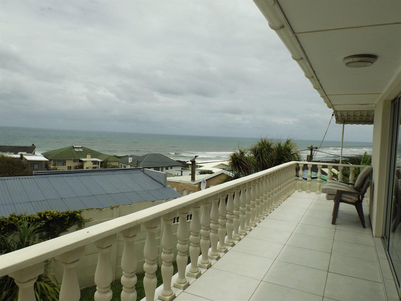 Property for Sale by DLC INC. ATTORNEYS Teresa De La Querra, House, 4 Bedrooms - ZAR 2,800,000