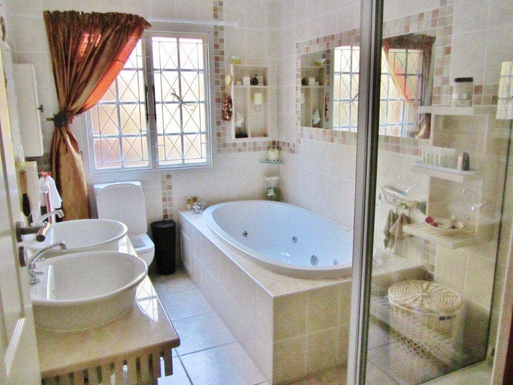 Southbroom property for sale. Ref No: 13399135. Picture no 8