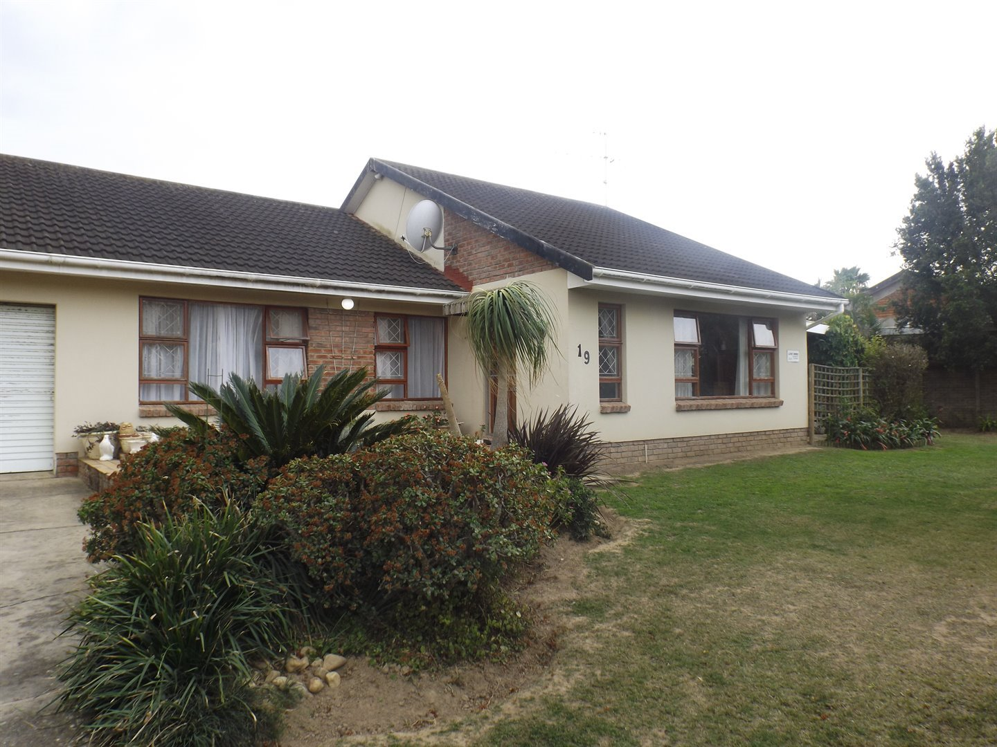 Property for Sale by DLC INC. ATTORNEYS Heinrich Ferreira, House, 3 Bedrooms - ZAR 1,595,000