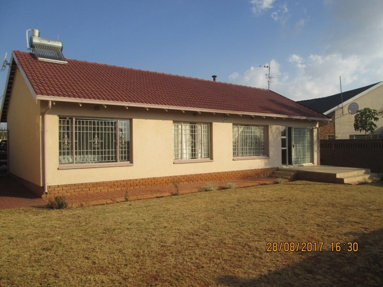 Johannesburg, Lenasia South Property  | Houses For Sale Lenasia South, Lenasia South, House 3 bedrooms property for sale Price:870,000