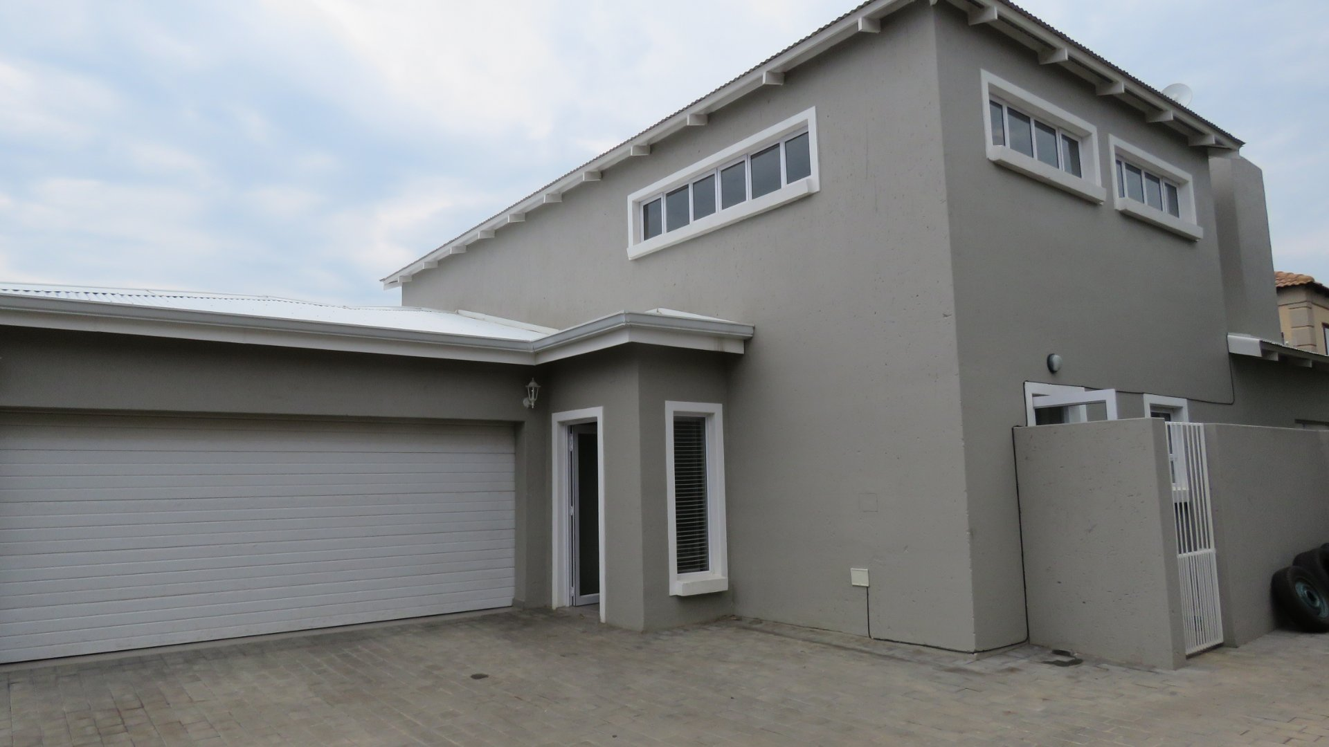 Property and Houses for sale in Leeuwenhof Estate, House, 3 Bedrooms - ZAR 2,800,000