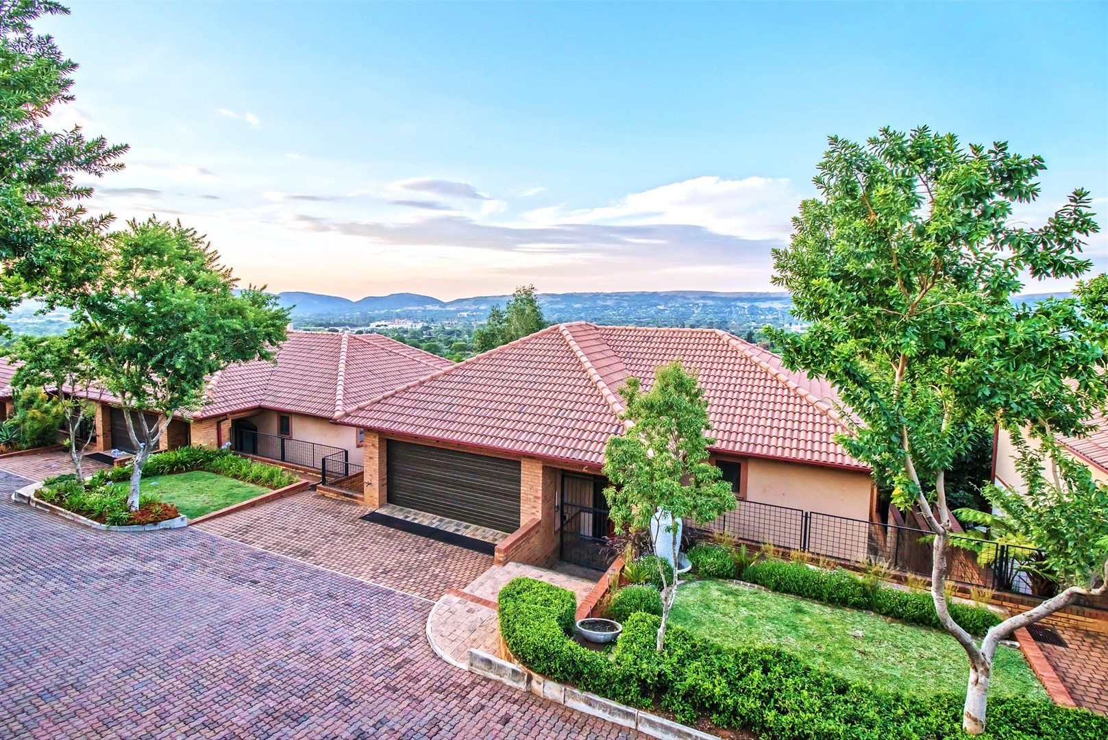 Property and Houses for sale in Rietondale, House, 3 Bedrooms - ZAR 2,499,000