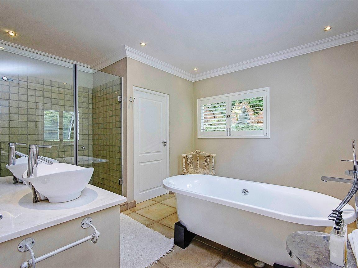 Bryanston West property for sale. Ref No: 13324196. Picture no 14