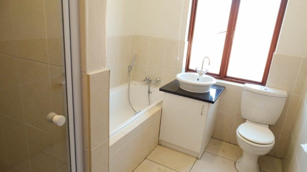 Broadacres property to rent. Ref No: 13423040. Picture no 9