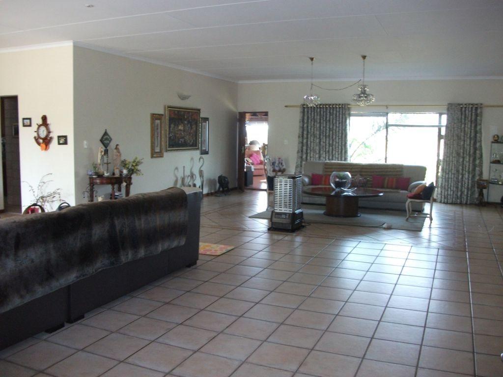 Irene Glen Estate property for sale. Ref No: 12758786. Picture no 10