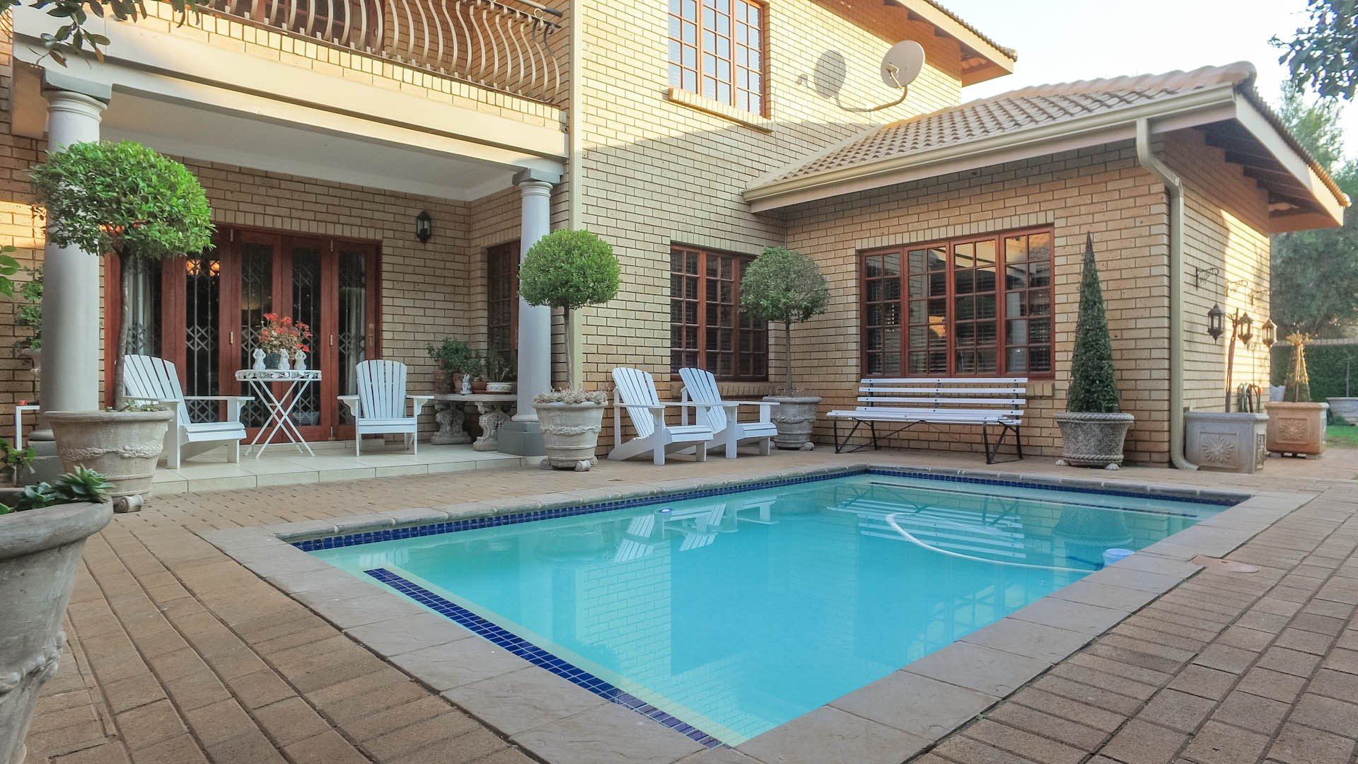Property and Houses for sale in Zwartkop Golf Estate, House, 3 Bedrooms - ZAR 3,450,000