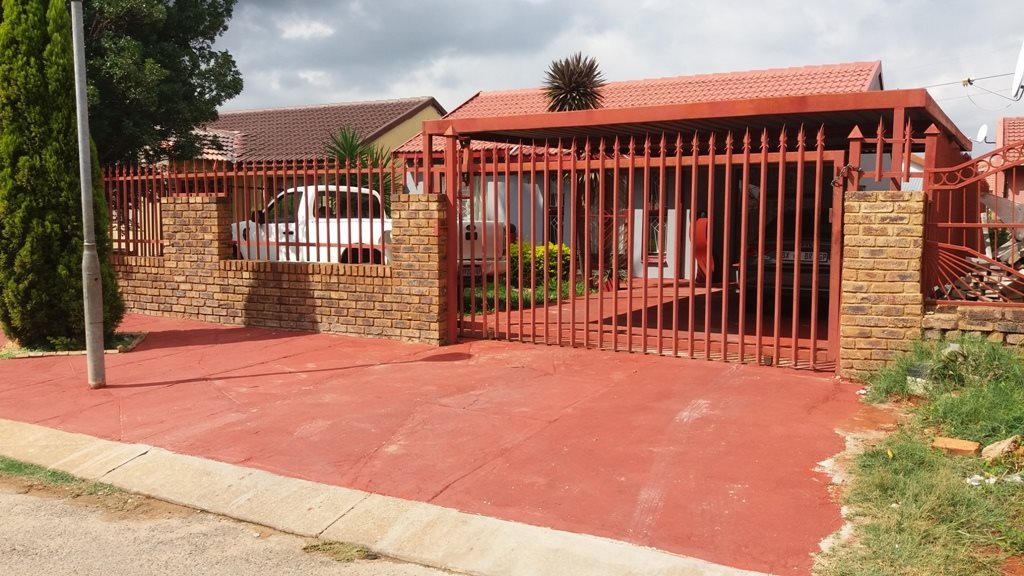 Property and Houses for sale in Karenpark, House, 3 Bedrooms - ZAR 660,000
