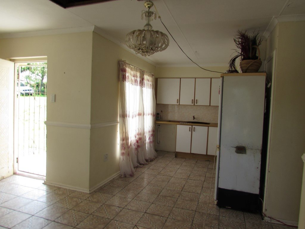 Margate property for sale. Ref No: 13422747. Picture no 5
