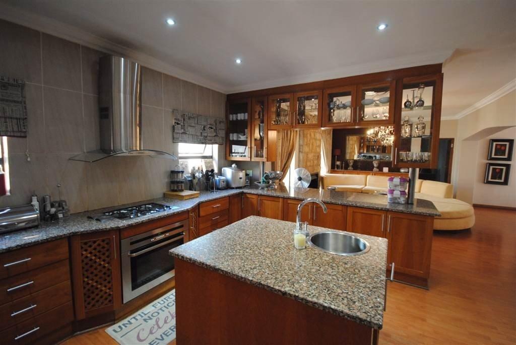 Midstream Estate property for sale. Ref No: 13506205. Picture no 4