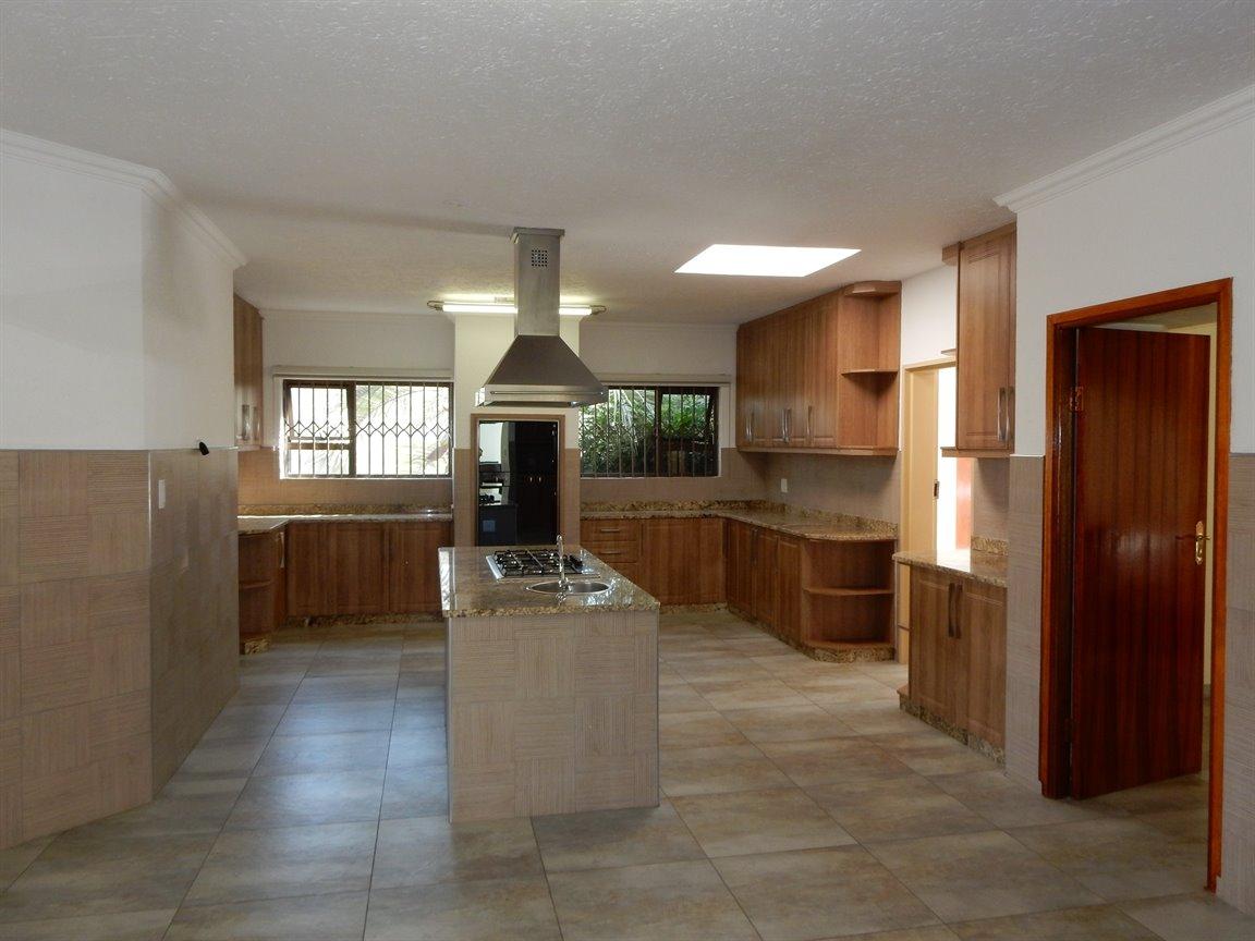 Bryanston property for sale. Ref No: 13346431. Picture no 9