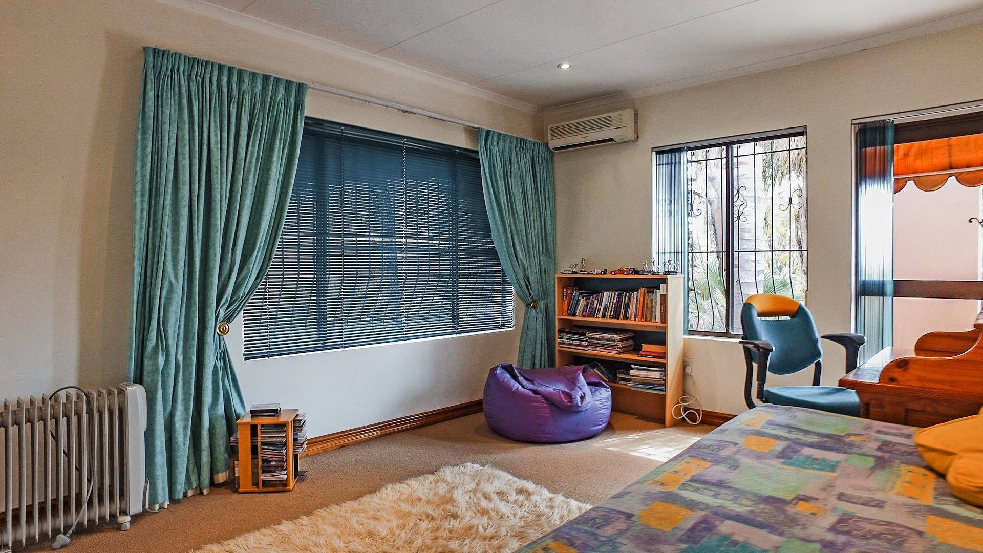 Northcliff property for sale. Ref No: 13537074. Picture no 12