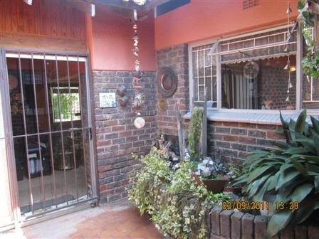 Three Rivers East property for sale. Ref No: 13523179. Picture no 9