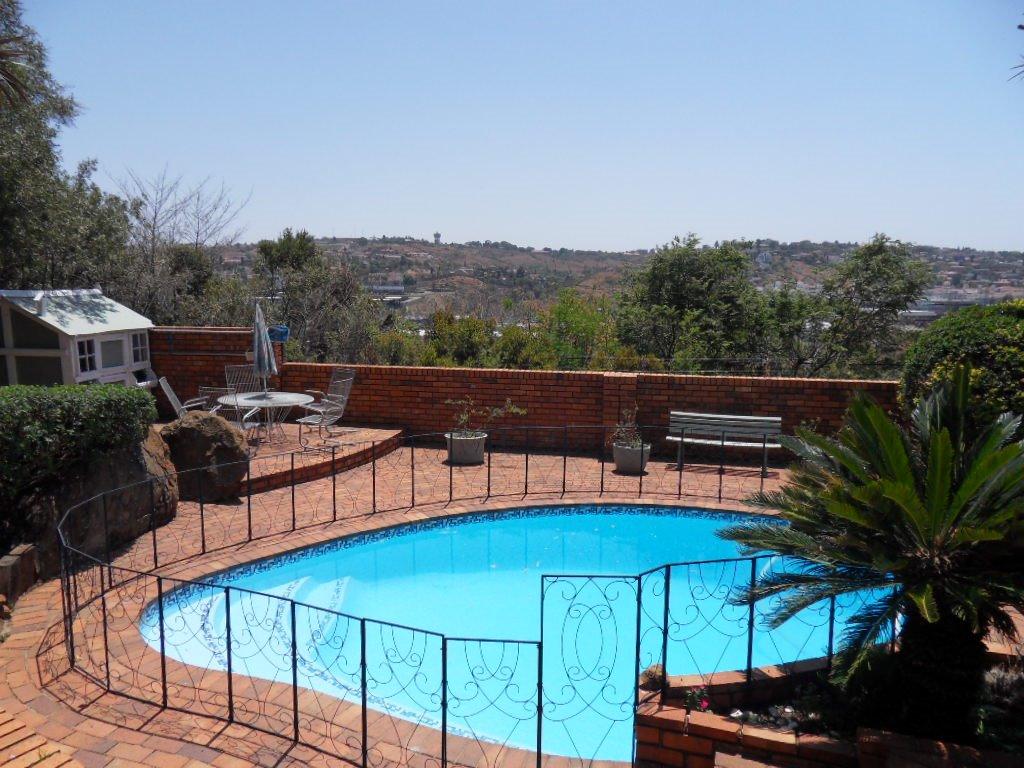 Glenvista property for sale. Ref No: 13402362. Picture no 36