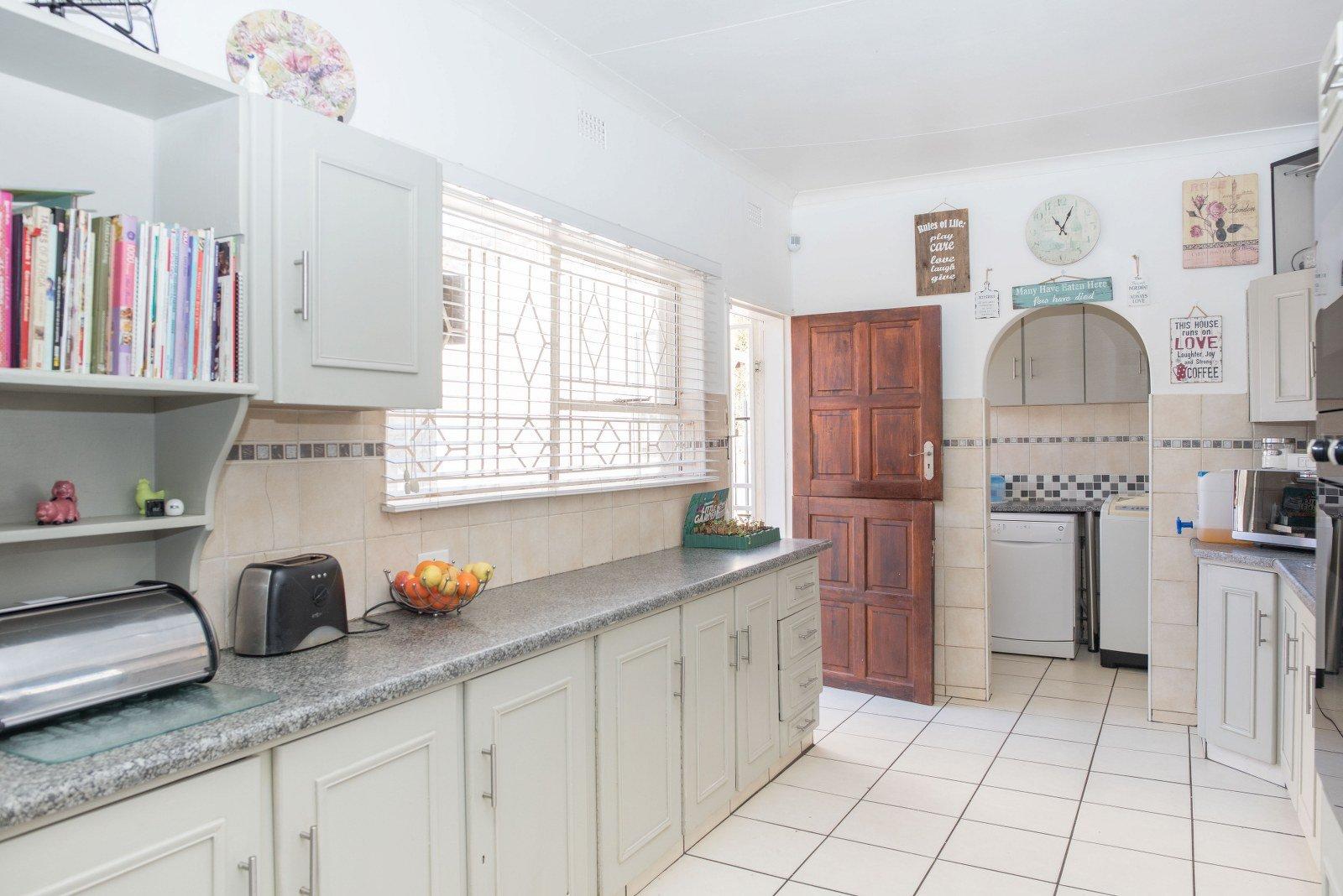 Kibler Park property for sale. Ref No: 13640953. Picture no 8