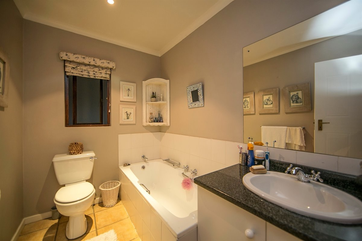 Fourways property for sale. Ref No: 13450350. Picture no 14