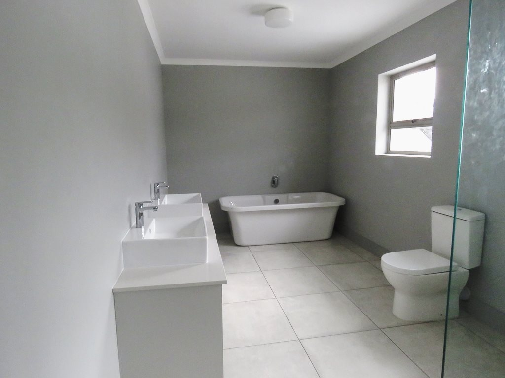 Yzerfontein property for sale. Ref No: 13538718. Picture no 12