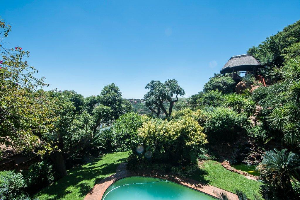 Glenvista property for sale. Ref No: 13529565. Picture no 24