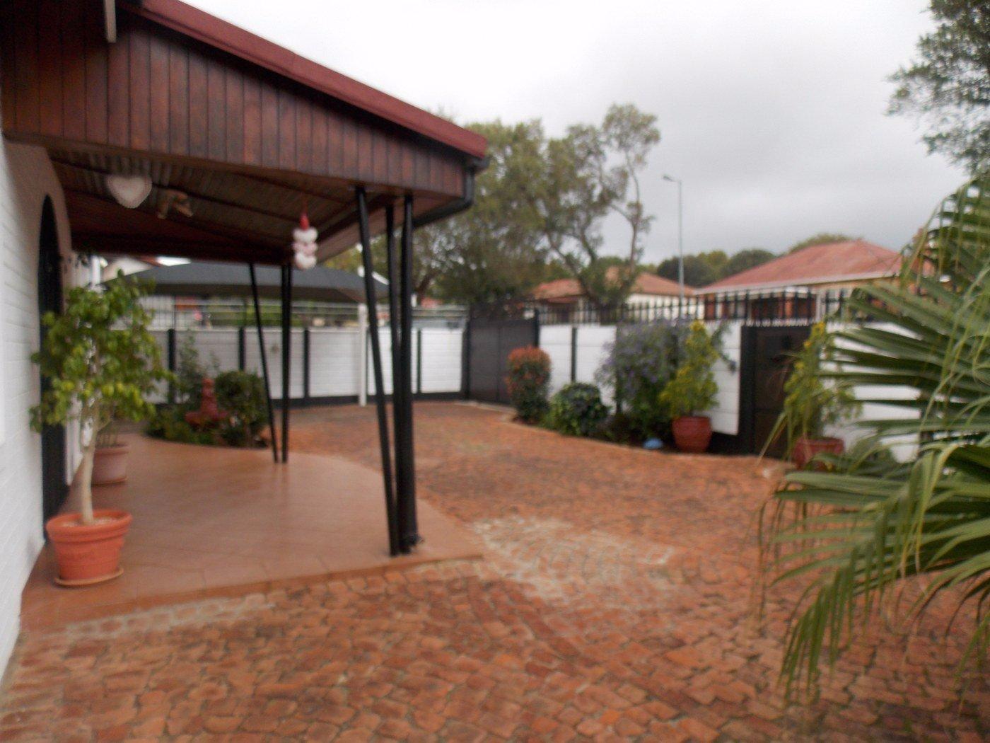 Malvern property for sale. Ref No: 13467428. Picture no 5