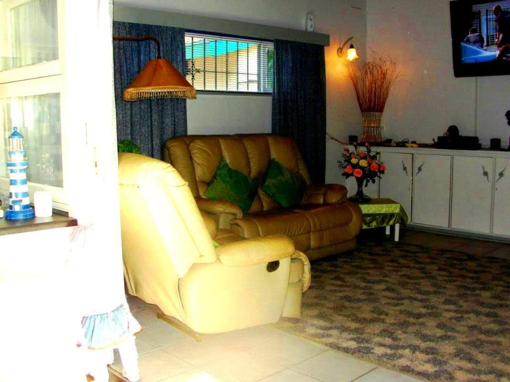 Uvongo property for sale. Ref No: 12796684. Picture no 5