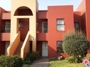 Property and Houses to rent in Marais Steyn Park, Townhouse, 2 Bedrooms - ZAR ,  8,00*,M