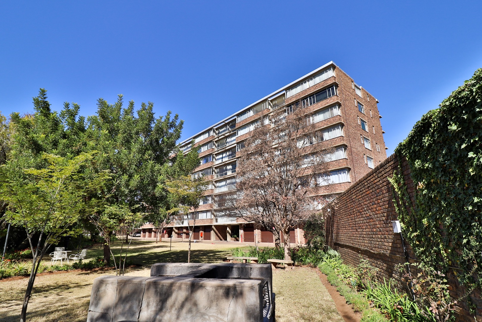 , Apartment, 2.5 Bedrooms - ZAR 650,000