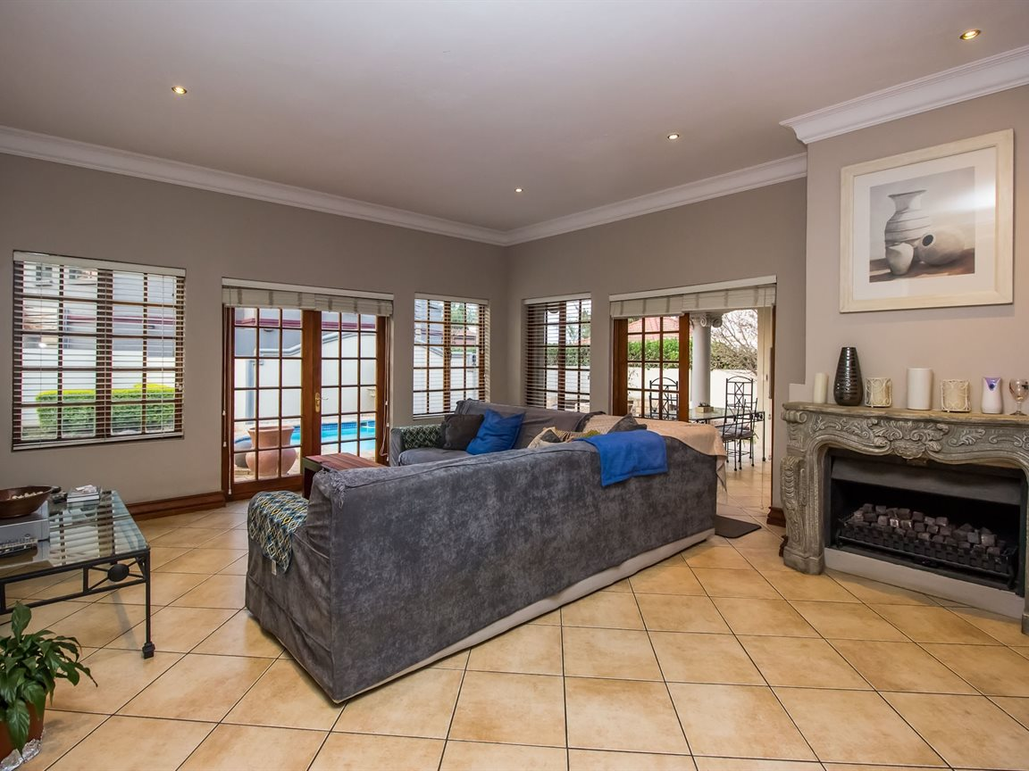 Silver Lakes Golf Estate property for sale. Ref No: 13392026. Picture no 14