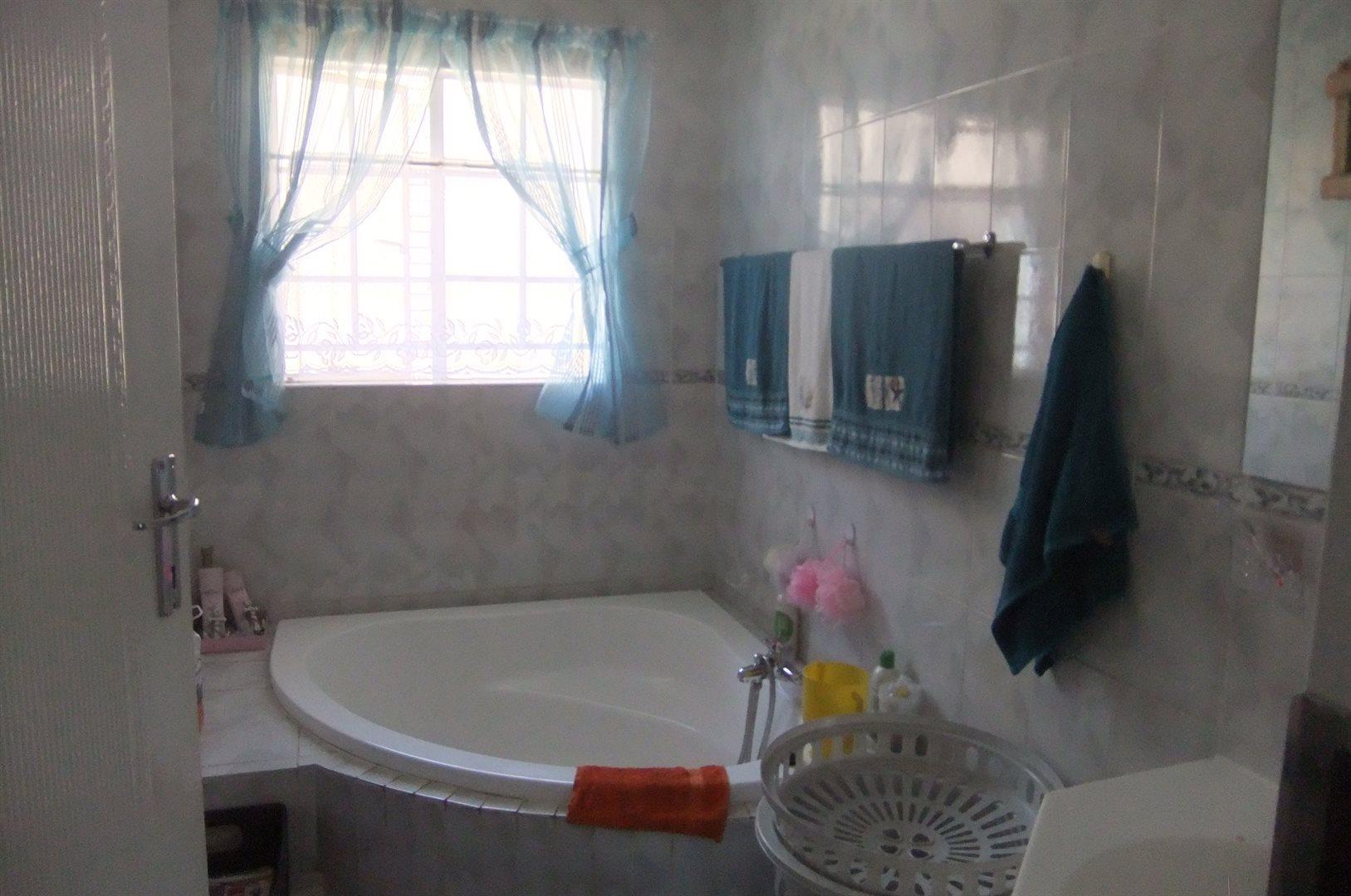 Doornpoort property for sale. Ref No: 13529208. Picture no 9