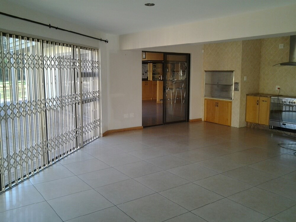 Three Rivers Proper property for sale. Ref No: 12737944. Picture no 9