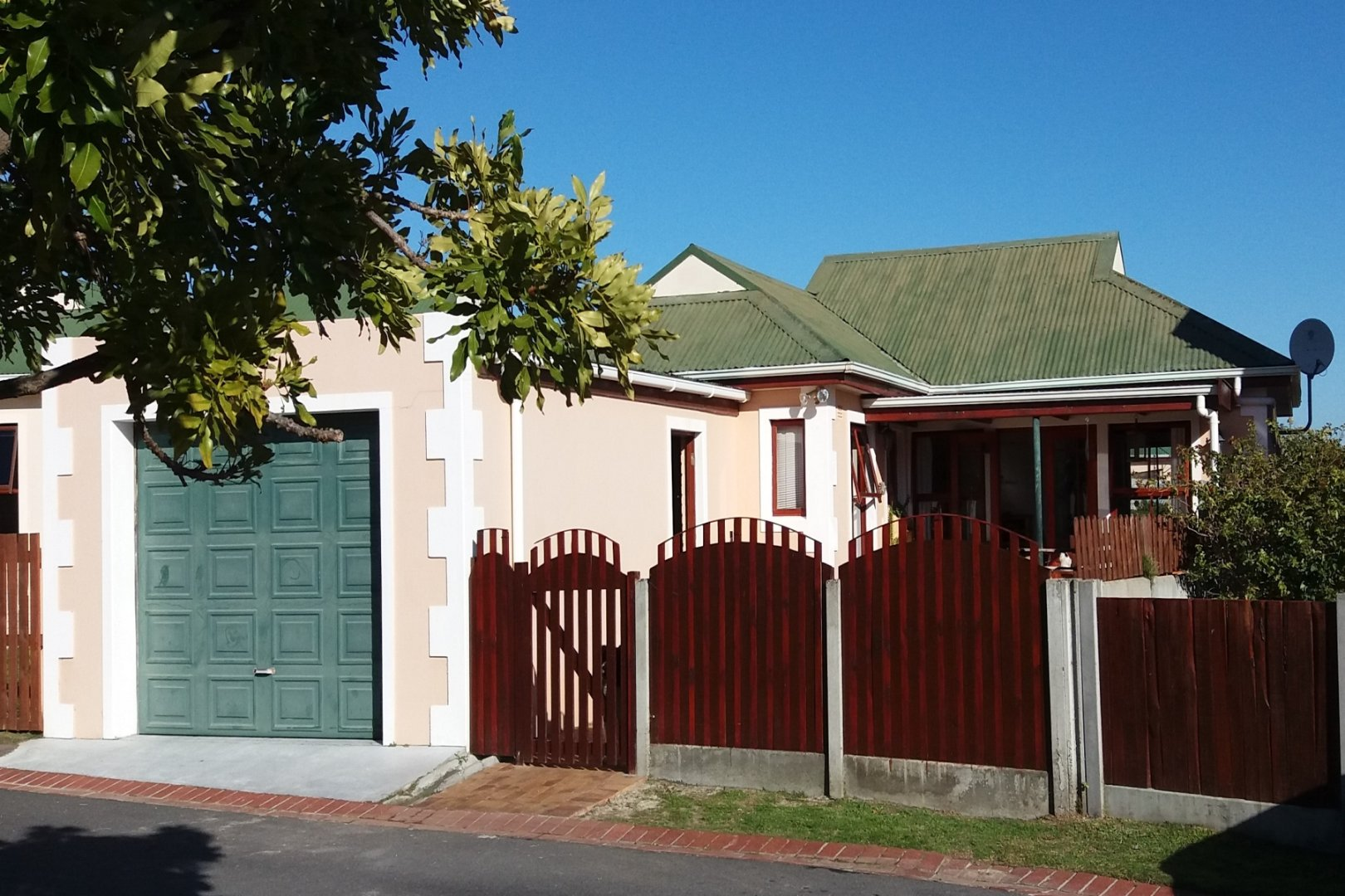 Property and Houses for sale in Milkwood Park, House, 2 Bedrooms - ZAR 1,650,000