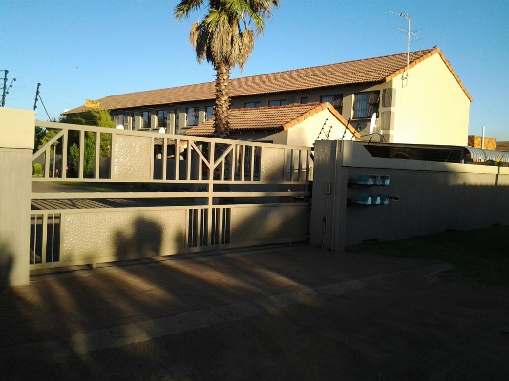 Three Rivers property for sale. Ref No: 13249893. Picture no 1