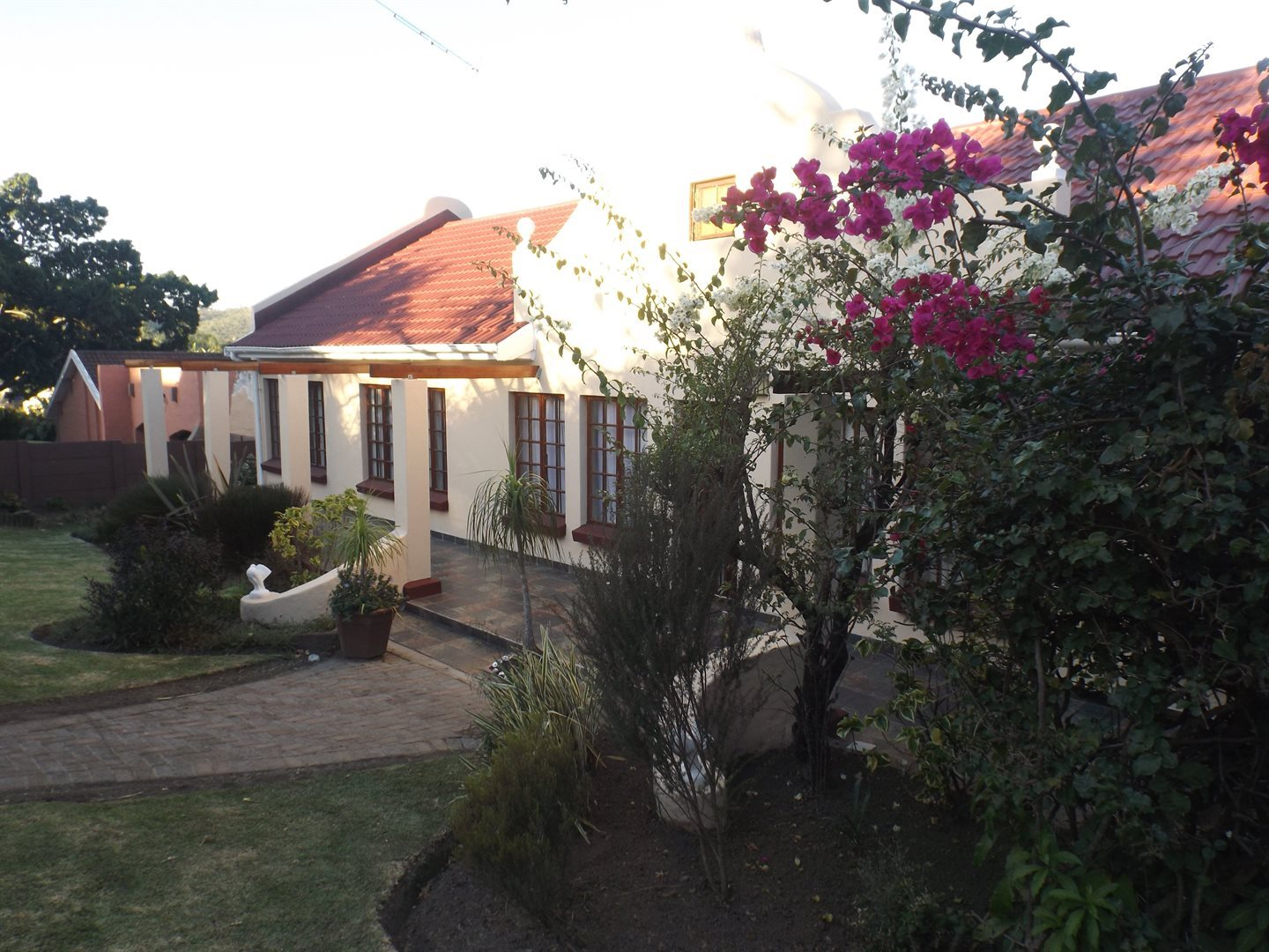 Property for Sale by DLC INC. ATTORNEYS Teresa De La Querra, House, 4 Bedrooms - ZAR 1,750,000