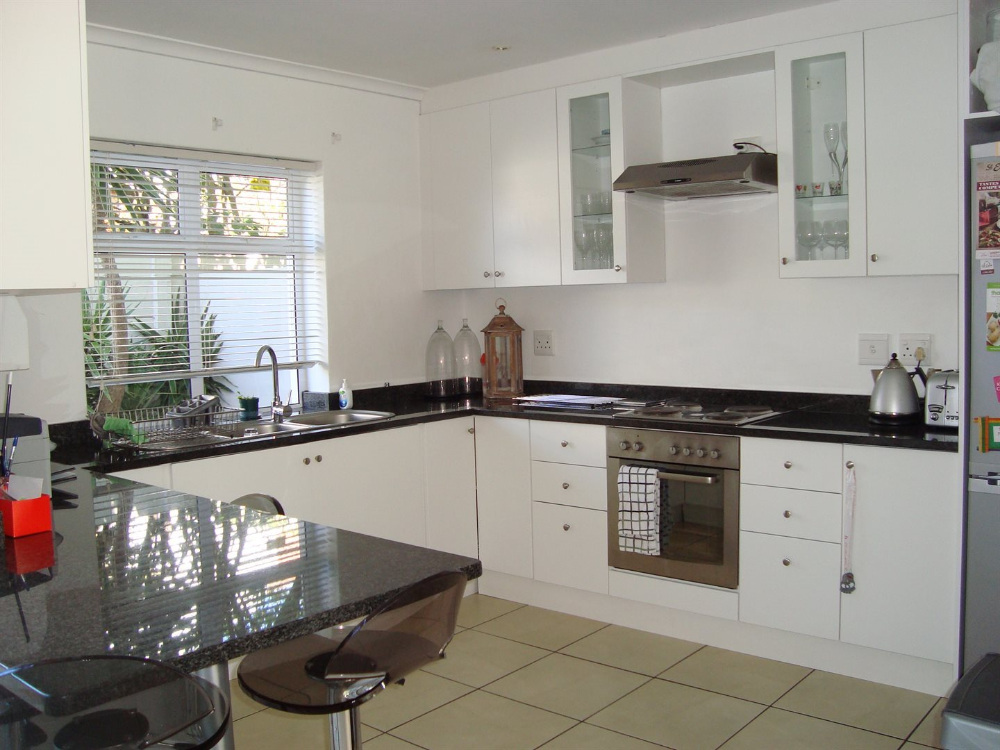 Claremont property to rent. Ref No: 13552054. Picture no 3