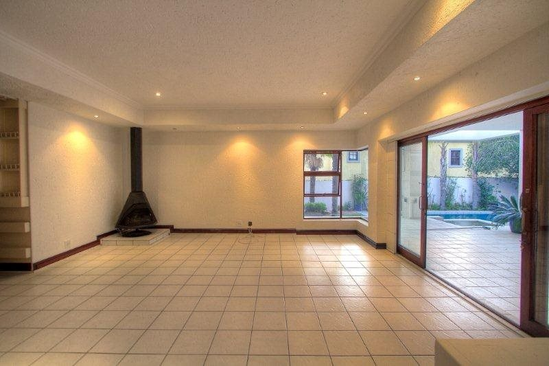 Fourways Gardens property for sale. Ref No: 13401246. Picture no 3