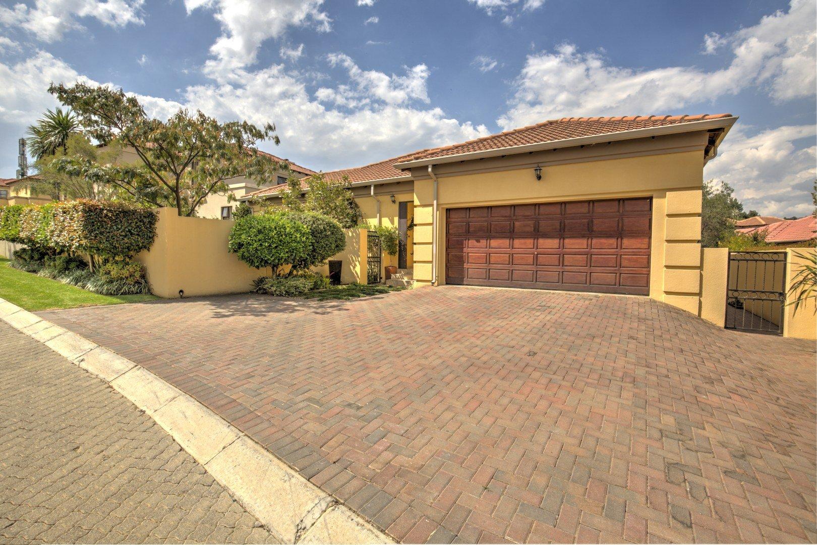 Johannesburg, Mulbarton Property  | Houses For Sale Mulbarton, Mulbarton, House 3 bedrooms property for sale Price:2,590,000