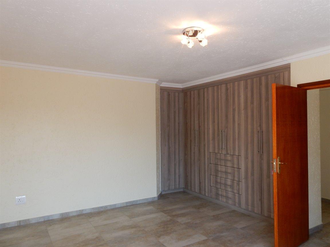 Bryanston property for sale. Ref No: 13346431. Picture no 21