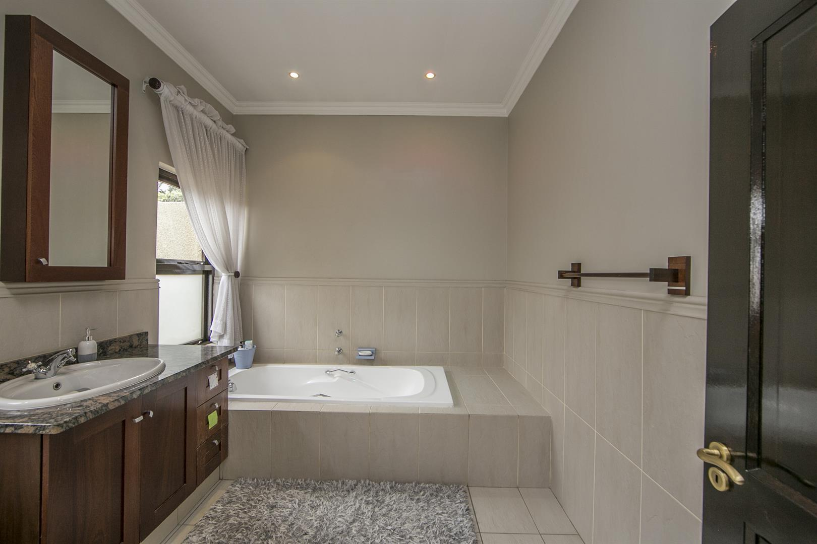 Fernbrook Estate property for sale. Ref No: 13439619. Picture no 22
