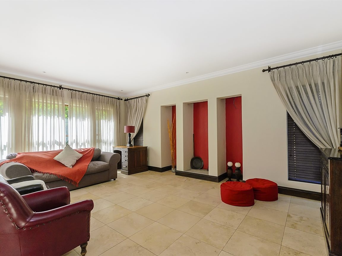 Bryanston property for sale. Ref No: 13379758. Picture no 4