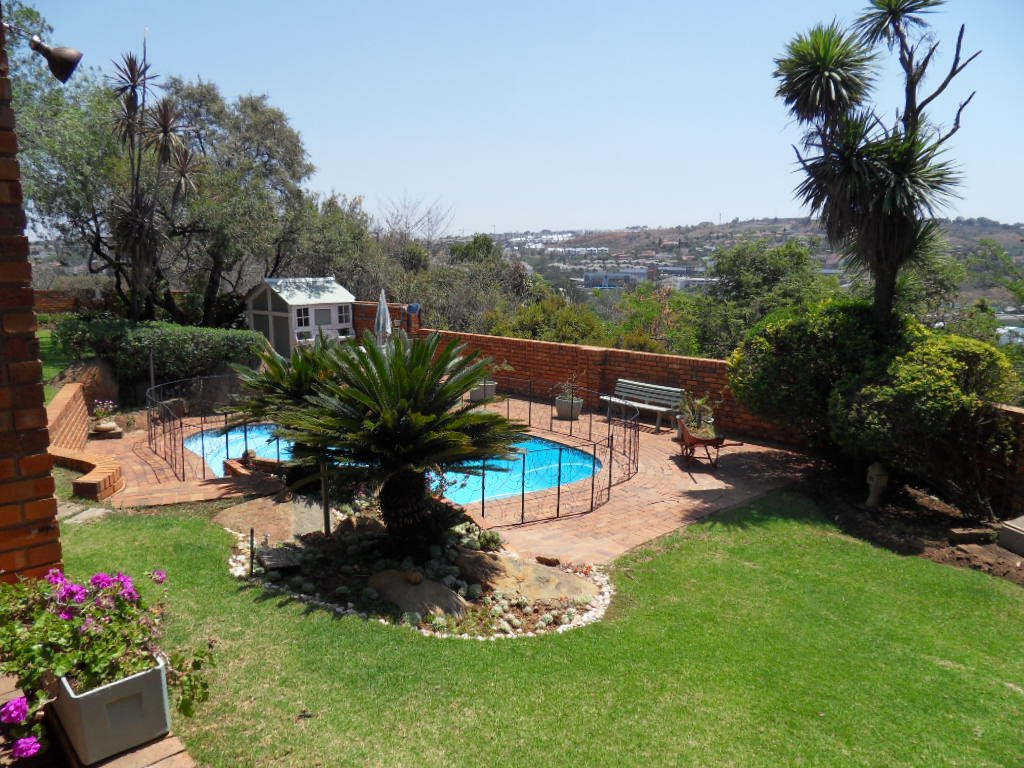 Glenvista property for sale. Ref No: 13402362. Picture no 33