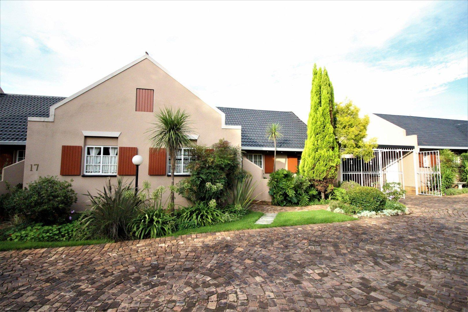 Property for Sale by Angelique De Amaral, Townhouse, 2 Bedrooms - ZAR 840,000