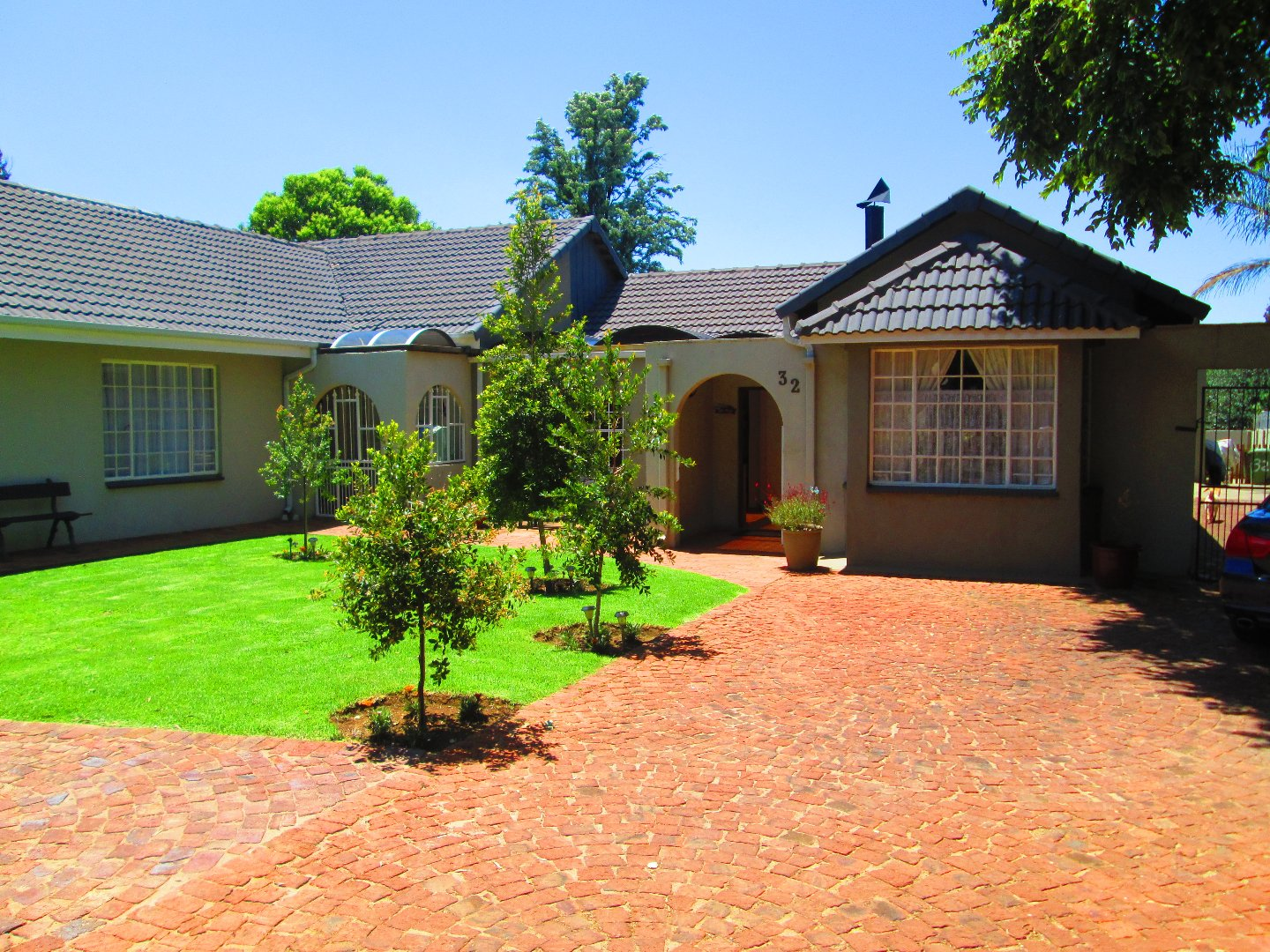 Property and Houses for sale in Brackendowns, House, 3 Bedrooms - ZAR 1,950,000