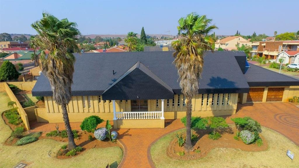 Johannesburg, Lenasia South Property    Houses For Sale Lenasia South, Lenasia South, House 4 bedrooms property for sale Price:1,495,000