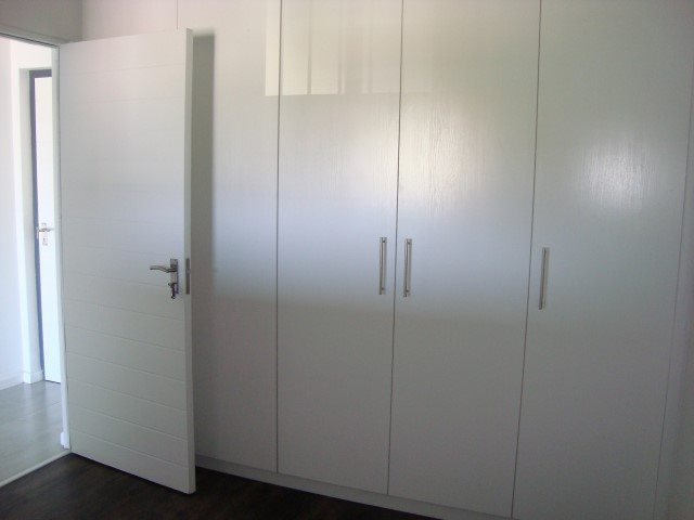 Kenilworth property to rent. Ref No: 13552415. Picture no 8