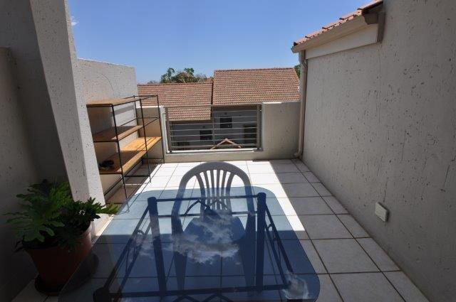 Douglasdale property to rent. Ref No: 13553031. Picture no 9